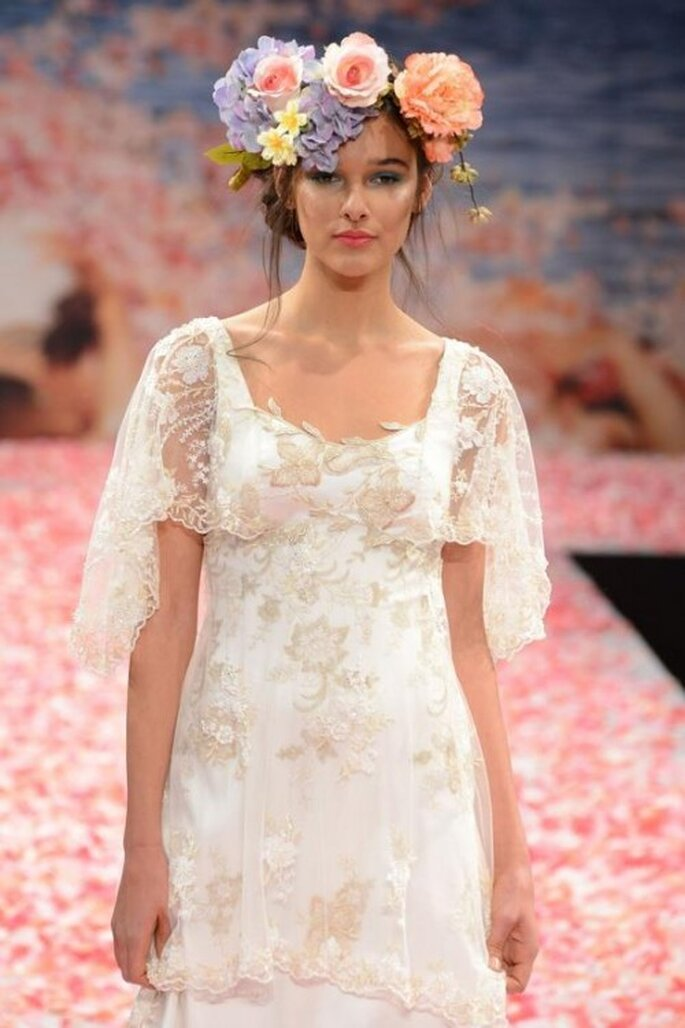 Corona de flores como tocado para novia de moda en 2013 - Foto Claire Pettibone Facebook
