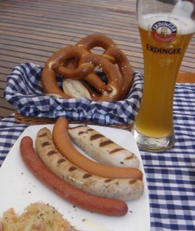 Boda al estilo bávaro, con comida y bebida alemana