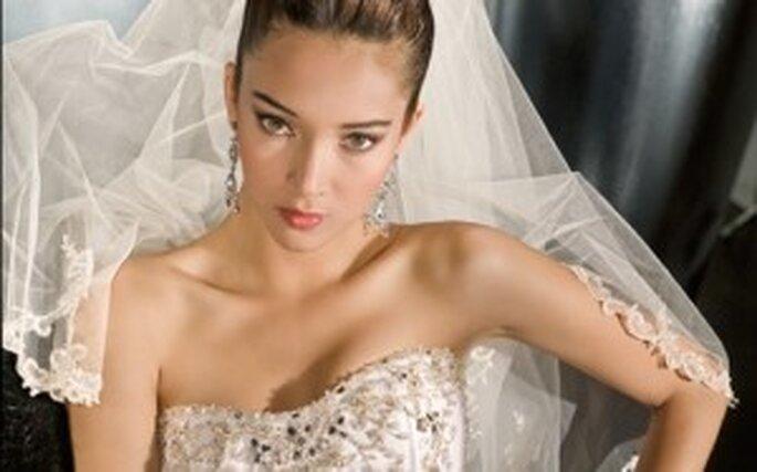 Brautkleider von Demetrios Kollektion 2010