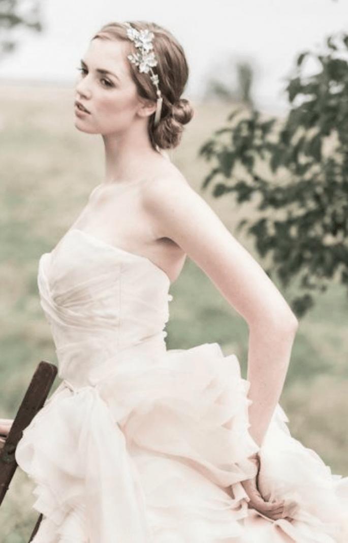 Diadema con pedrería para novia inspirada en la tendencia boho chic - Foto Enchanted Atelier