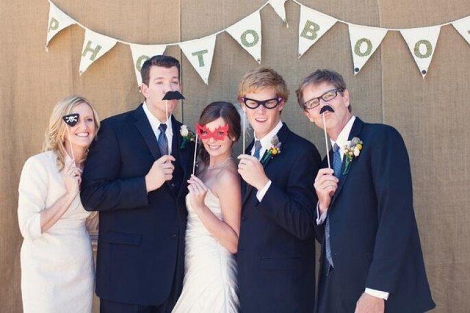 5 ideas divertidas para hacer el photocall de tu boda. Foto-We Heart Photography