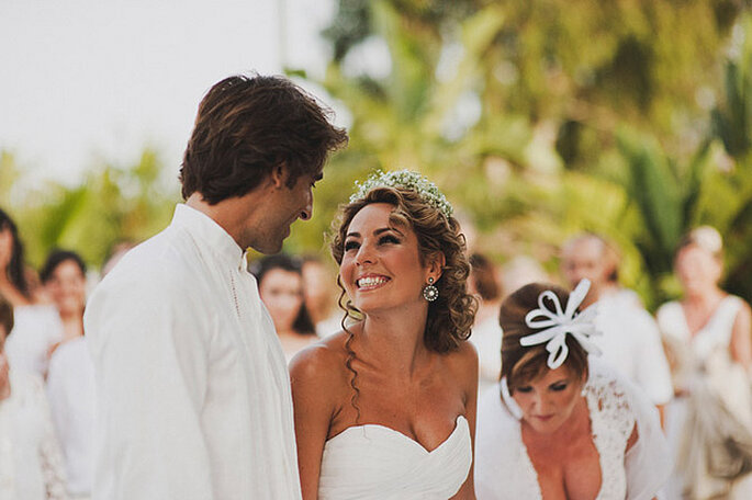 Alegre boda en blanco. Foto: Pedro Bellido
