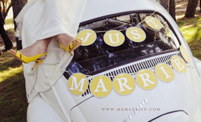 Decoración de boda en color amarillo. Fotografía Mamazelle