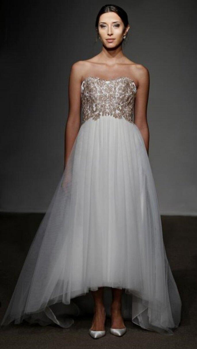 Vestido de novia con tul y lleno de pedería en el corset - Foto Anna Maier Ulla-Maija 2013