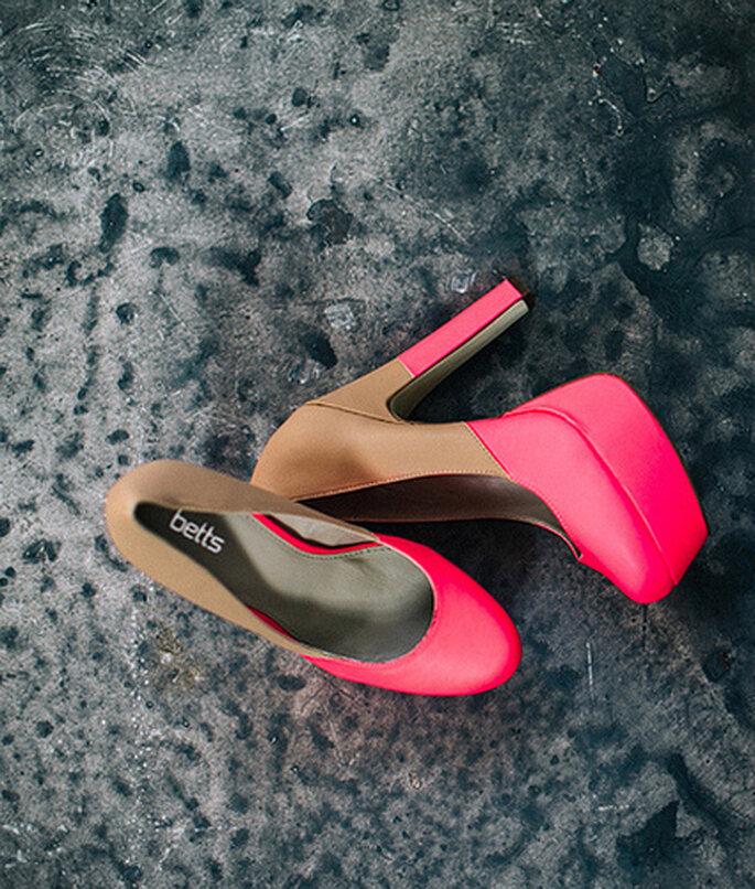 Zapatos bicolor en rosa intenso y nude. Foto: Cathrin D'Entremont Weddings - www.cdweddings.com.au
