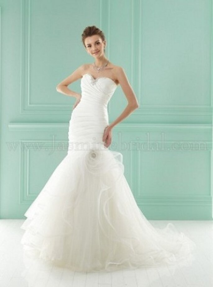 Schulterfreies Brautkleid mit Tüll im angedeuteten Meerjungfrauenstil – Modell F141005