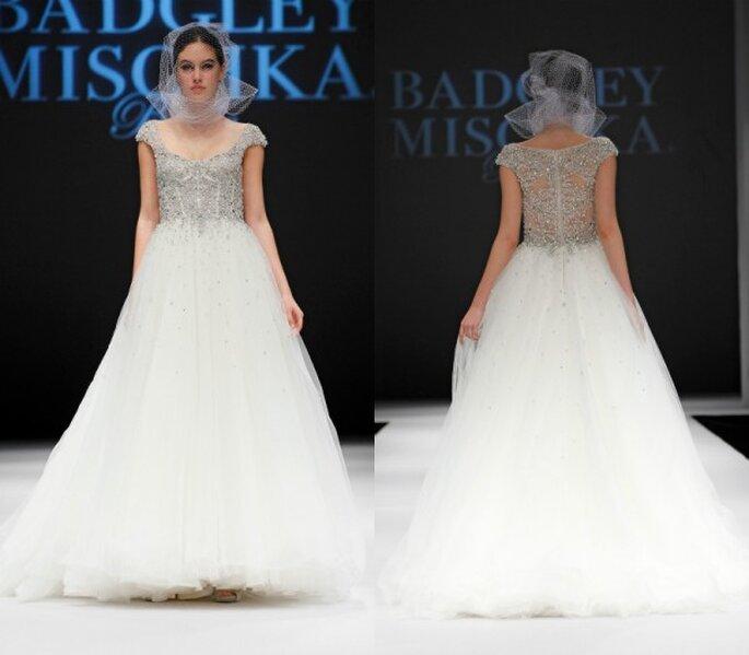 Vestido de novia corte princesa con mangas cortas y hermosas aplicaciones de pedrería - Foto Badgely Mischka