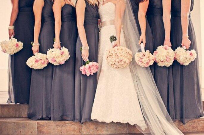 Cómo elegir el mejor estilo para los vestidos de dama de boda - Foto Amsale Bridesmaid Facebook