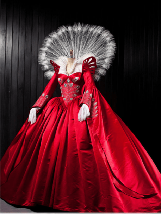 Vestido de la malvada reina interpretada por Julia Roberts. Foto: Swarovski.