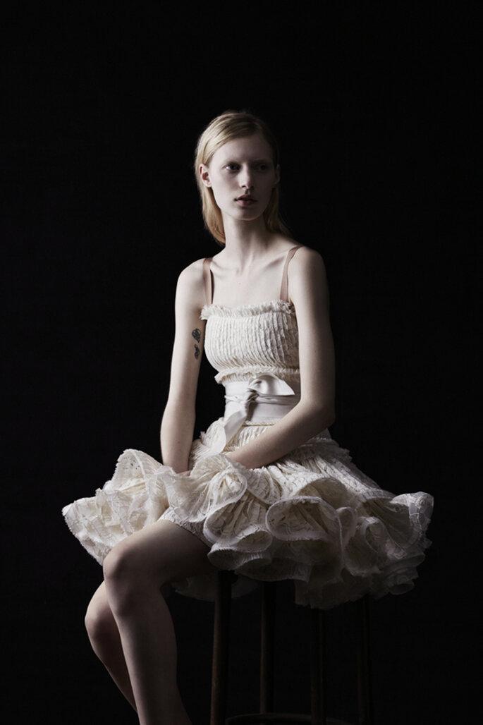 Vestido de novia en color nude con fajín en la cintura y falda con mútliples volúmenes en la confección - Foto Lanvin