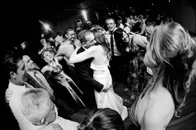 Pour une piste de danse qui ne désemplisse pas, on mise sur un bon DJ de mariage ! - Photo : Byfotografos