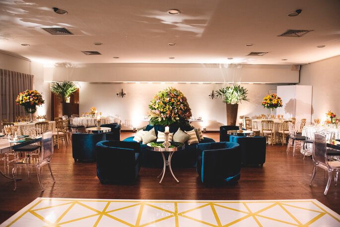 Aluguel de mobiliário: Lona Cristal Eventos - Foto: Peônia Fotografia e Cinema