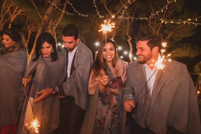 festa de casamento à noite com sparkles