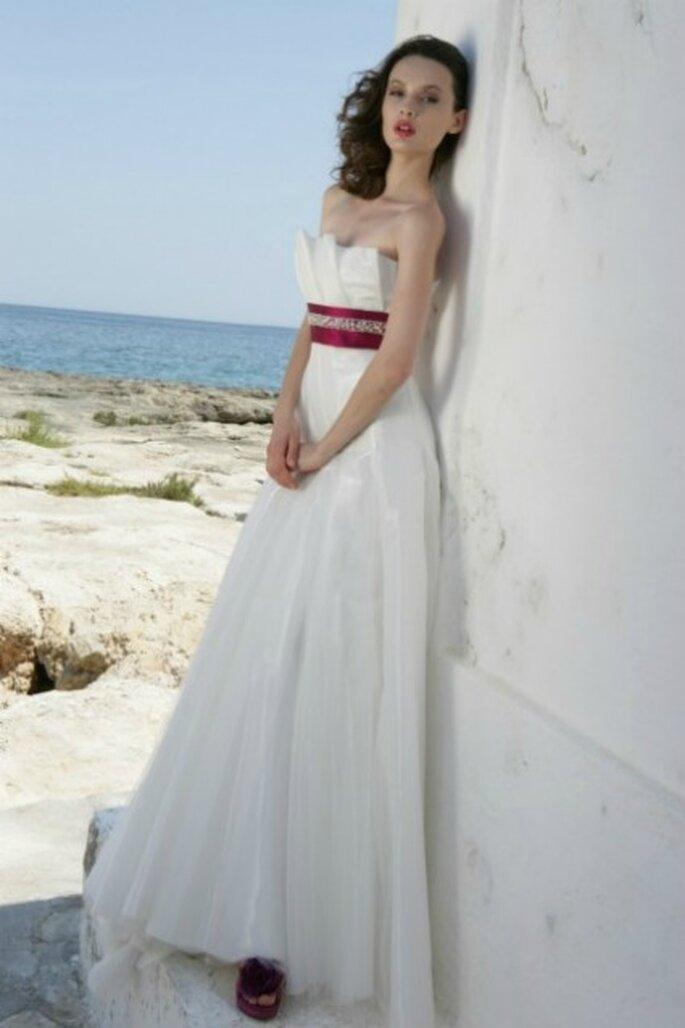 Vestido de novia 2012 con cintura alta y escote strapless