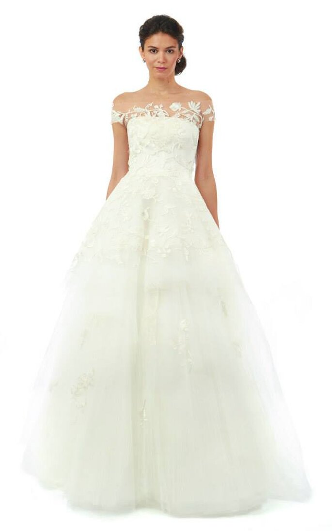 Vestido de novia con escote barco y detalles bordados. Oscar de la Renta Colección Otoño 2014