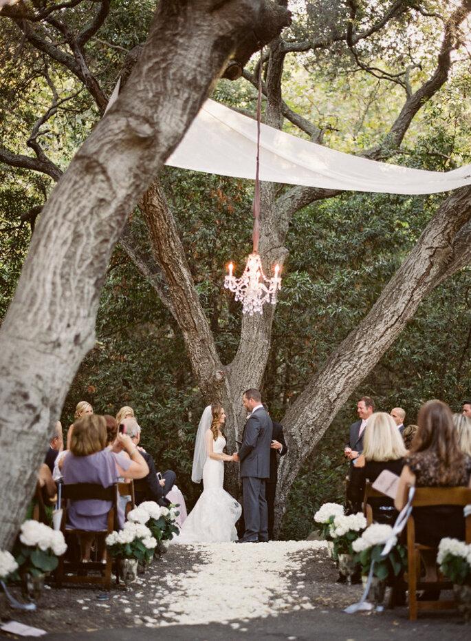 Altar de boda la aire libre - Michelle Warren Photography