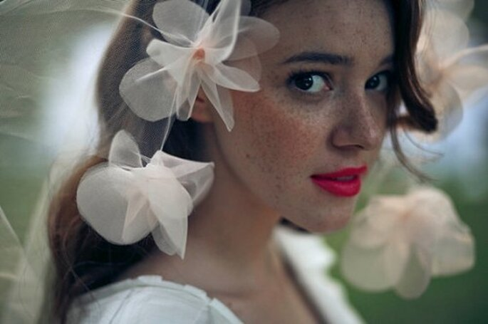 Une bouche colorée pour une mariée pétillante ! - (C) Austie, via Etsy