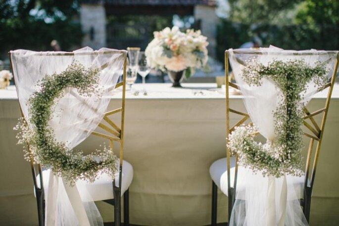 Decoraciones súper originales para las sillas en tu boda - Foto Delbarr Moradi Photography