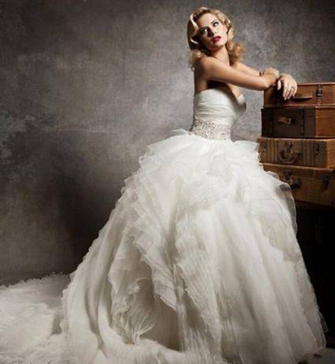 Las faldas vaporosas de muchas capas no podían faltar. Foto: www.justinalexanderbridal.com