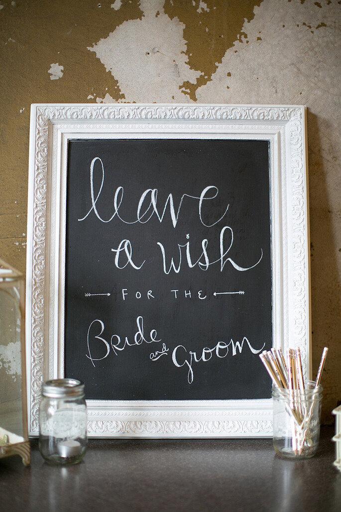 Decoración de boda con marcos y portarretratos - Erin Jean Photography