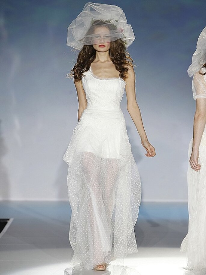 Asymmetrische Brautkleider aus den Kollektionen von 2013 Foto Raimon Bundo