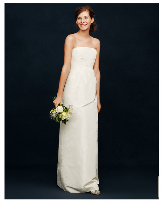 Vestido de novia simple con escote palabra de honor y acabado en satén - Foto JCrew
