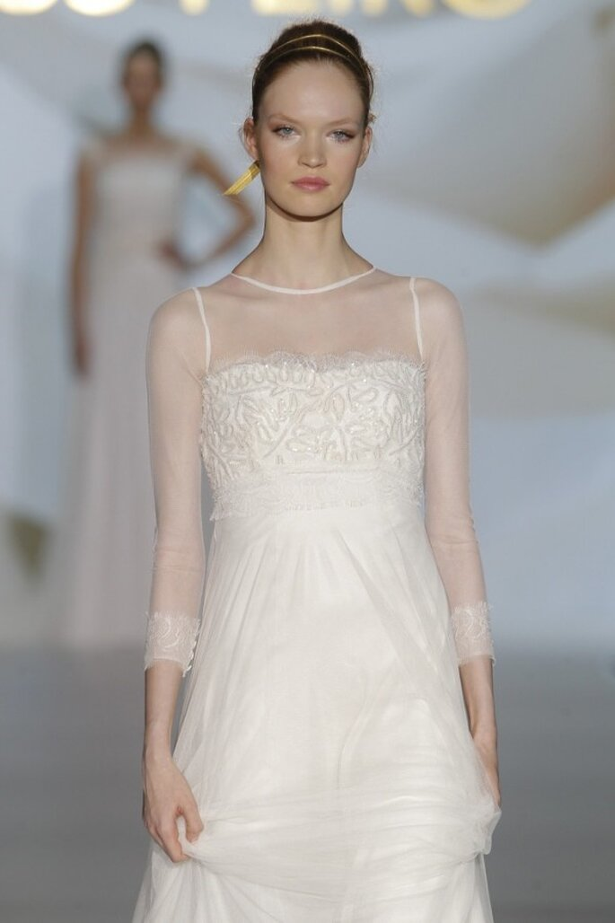 Vestidos de novia primavera 2015 con mangas largas - Foto Jesús Peiró