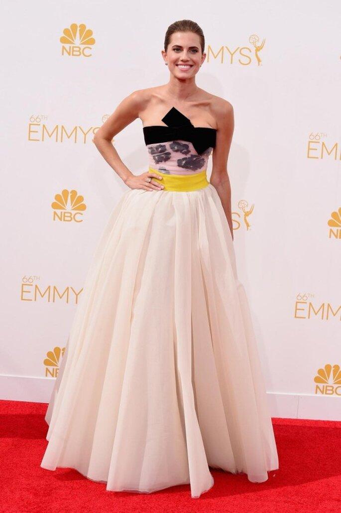 Allison Williams en la red carpet de los Emmys 2014 - Foto Giambattista Valli