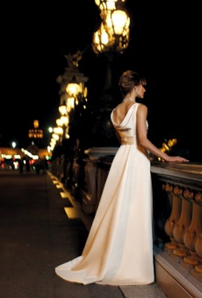 Cymbeline 2010 - Decanto face, vestido largo de talle alto con lazo, escote barco alto