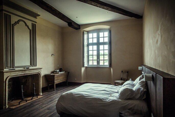 Une chambre rustique et cosy au cachet historique.