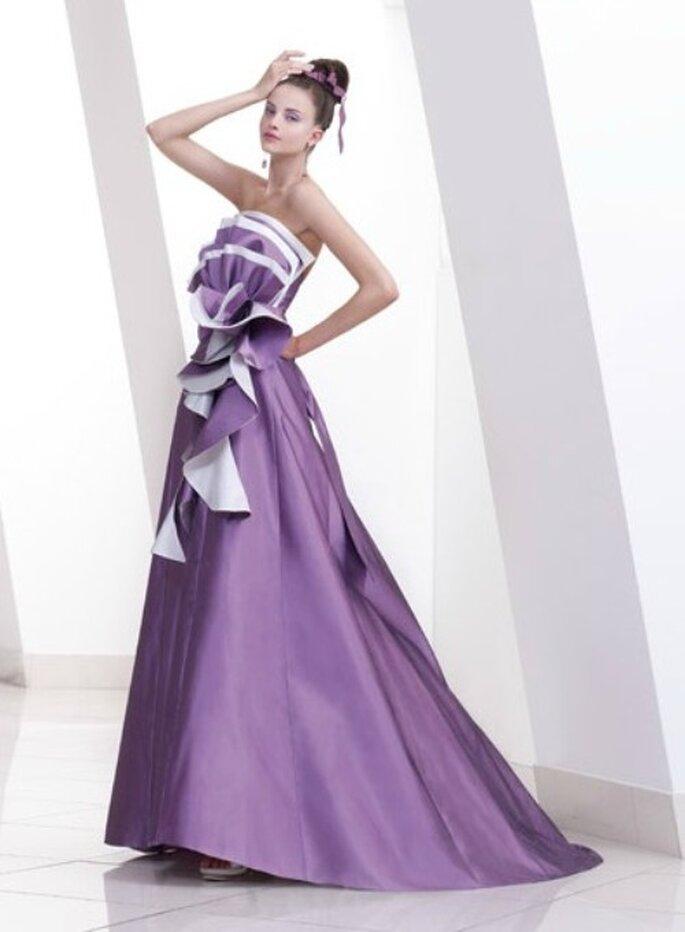Il viola,e in particolare nelle sue tonalità pastello,è uno dei colori che le spose amano di più...per l'abito da sposa e non solo! Abito Elisabetta Polignano