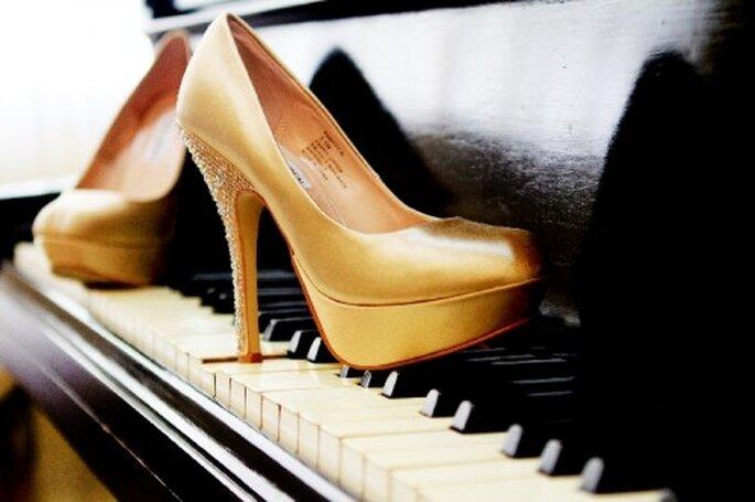 Un fondo clásico y elegante para fotografiar tus zapatos de novia - Foto Diego Romero