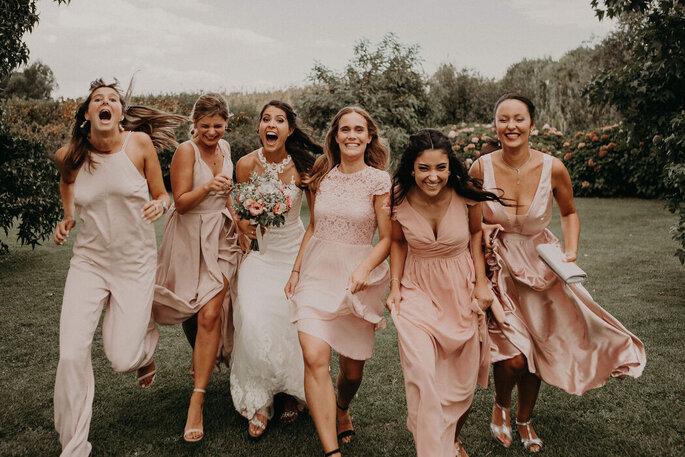 quanto custa um casamento: noivas e damas de honor com vestidos cor-de-rosa