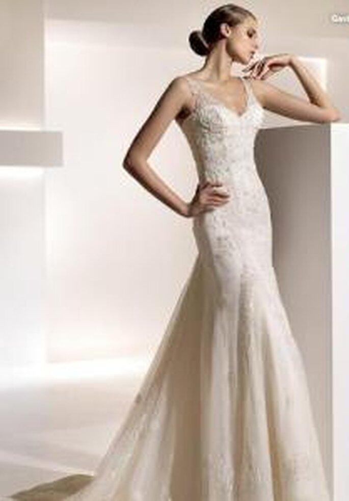 Pronovias 2010 - Gavina, langes Kleid mit Herzausschnitt und Trägern aus Spitze