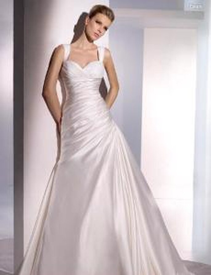 San Patrick 2010 - Esopo, vestido largo en seda, de corte princesa, drapeado, escote corazón