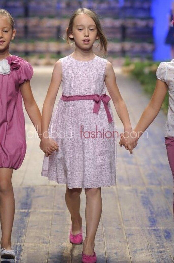 Frühlingshafte Blumenmädchen-Kleider zeigen sich 2013 in allen Farben – Foto: il gufo