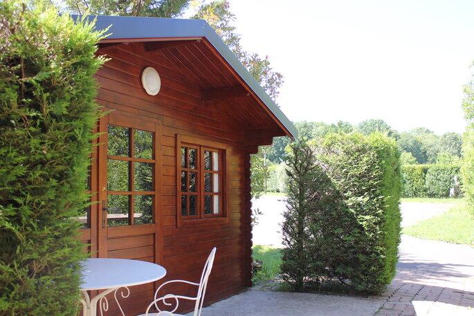 L'espace de la Patulière possède plusieurs chalets permettant aux invités d'être logés directement sur le domaine.