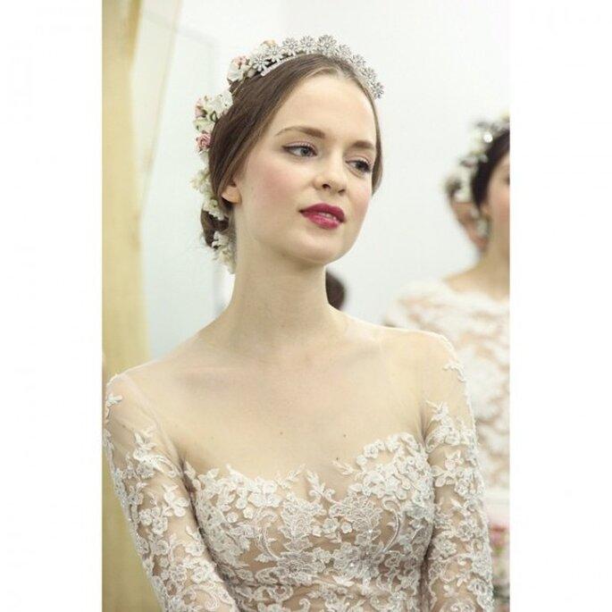 El maquillaje de tu look lucirá aún más con labios color cereza - Foto Reem Acra