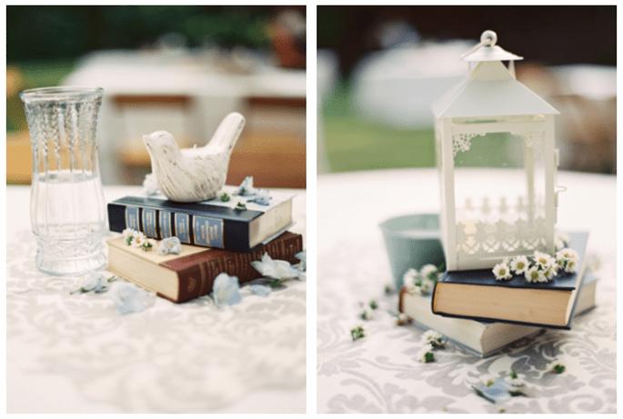 Utiliza figuras de porcelana y libros para tus centros de mesa - Foto Brett Heidebrecht