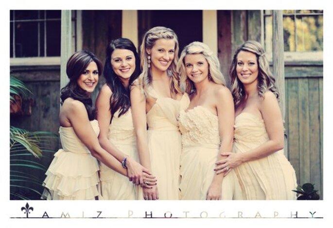 Las damas lograron crear una perfecta armonía con el look de la novia - Foto Tamiz Photography