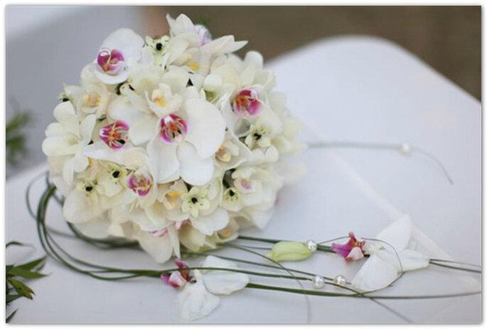 Propuesta de ramo de novia con orquídeas blancas. Foto:FlowerShop by DR