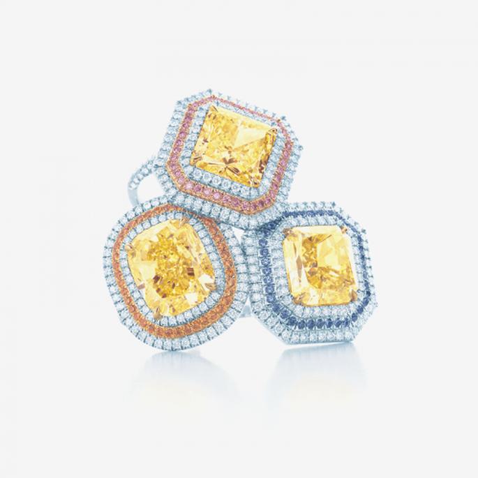 Anillos de diamantes para novia con piedras preciosas en color amarillo - Foto Tiffany & Co