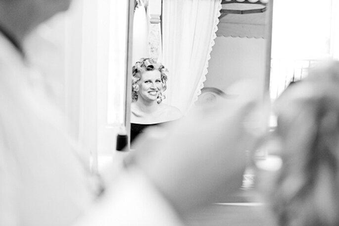 Katrin, fröhlich gestimmt, 'in der Maske' - Foto: jonpride.com