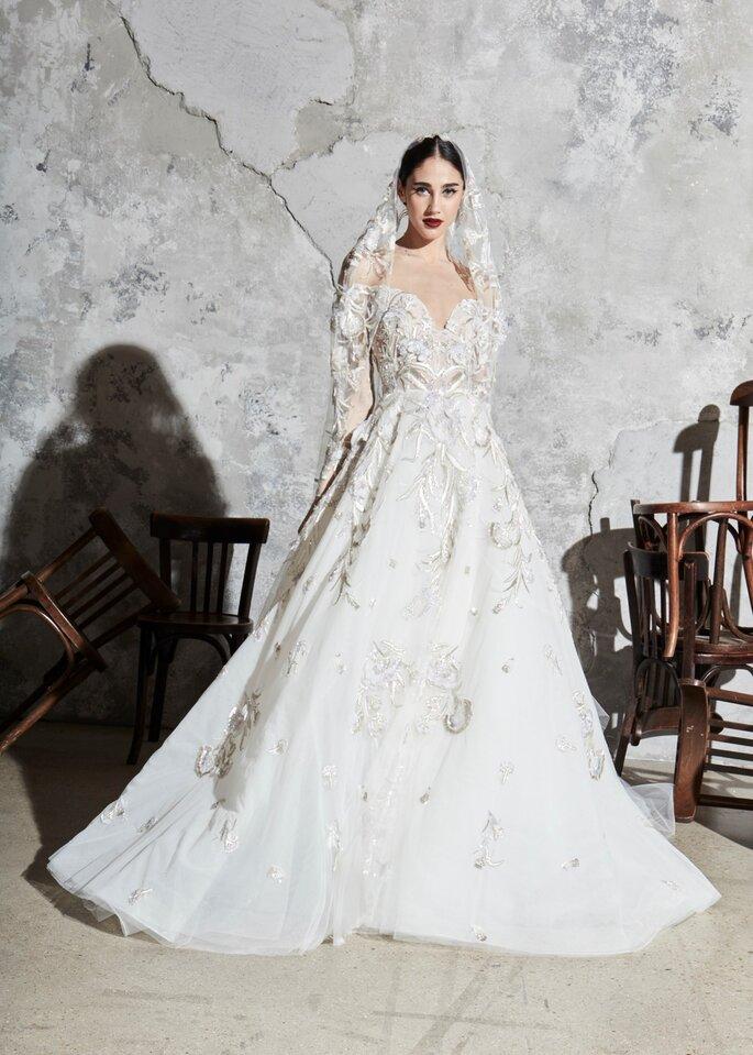 Vestido de novia con detalles en relieve