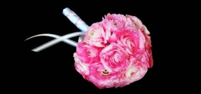 Ramo de novia sencillo y elegante en color rosa - Foto Haute Horticulture