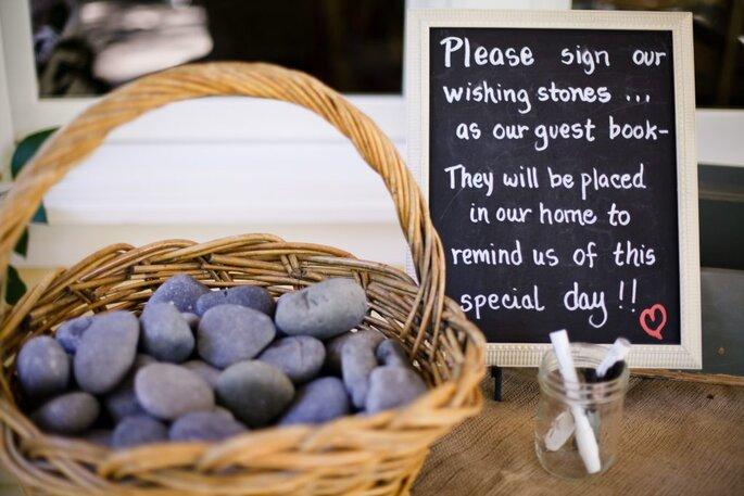 Pedras com mensagens em casamentos
