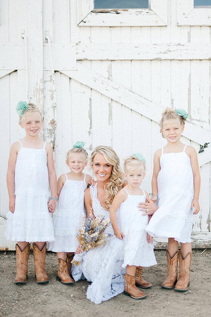 Las pajecitas se verán encantadoras con sus vestidos y sus botas vaqueras. Foto: Jeff Sampson Photography