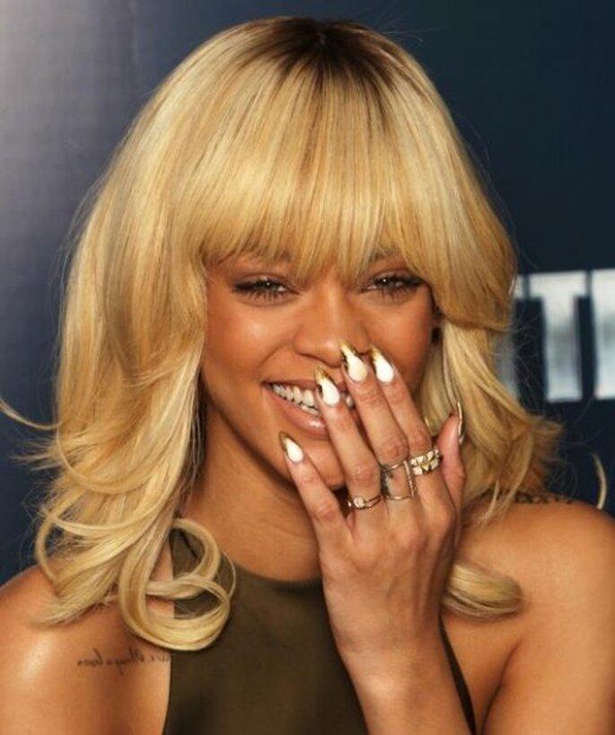 US-Sängerin Rihanna mit blondem Pony – Foto: Schwarzkopf via Facebook