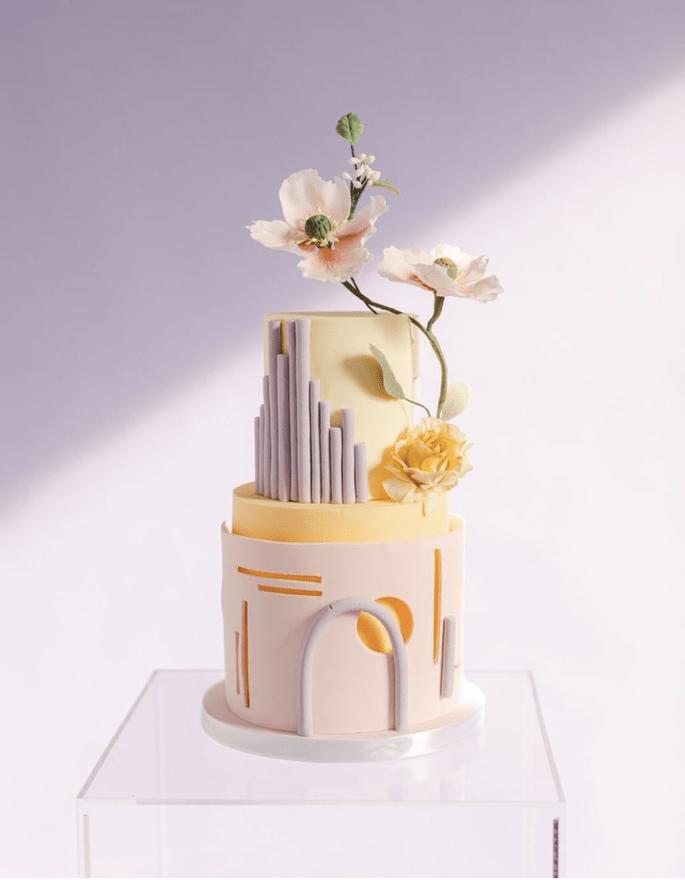 Hochzeitstorte modern in hellgelb, flieder und rosa