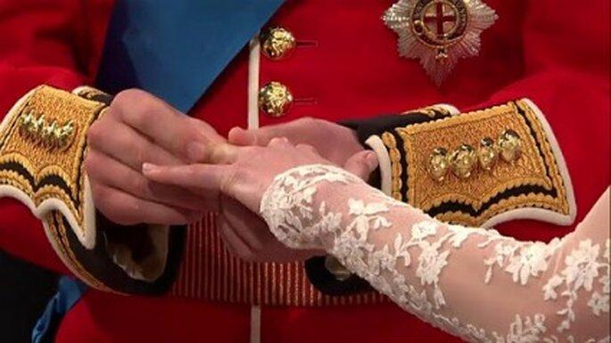 El momento de la alianza, hecha con una pepita de oro Gales